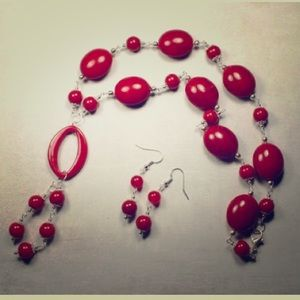 Jewelry - 💜🎀Red Beaded Necklace & Earrings🎀💜